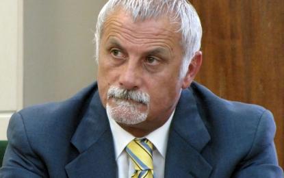 L'opposizione guagnanese: «Monte comunica su Facebook di volersi dissociare dalla Maggioranza. Il sindaco ne prenda atto e rassegni le dimissioni»