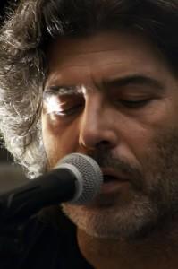 Il cantautore Mino De Santis
