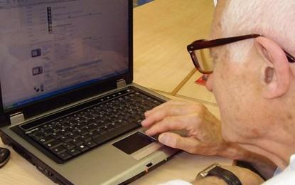 'Nonno informatico': torna a Guagnano il corso di informatica per la terza età