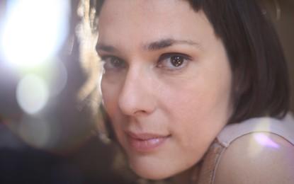 Lætitia Sadier per la seconda serata de 'Le Notti del Barbagianni', aprono i Superpartner
