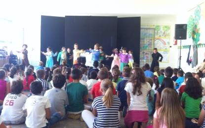 'La Compagnia della Piccola Luna' inaugura l'anno scolastico dei bambini di prima elementare di Salice