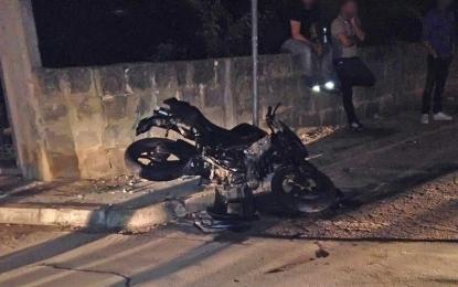 Auto contro moto, feriti due giovani