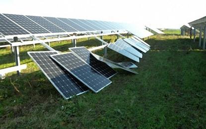 Tentano un furto di pannelli fotovoltaici ma abbandonano il bottino e fuggono