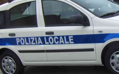 Incidente ad un incrocio a Veglie, un furgone travolge un'auto