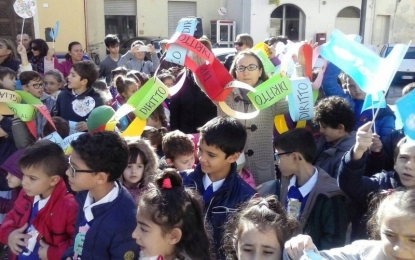Bimbi in piazza a Guagnano per la difesa dei propri diritti