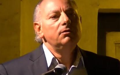 Tonino Rosato in piazza: «Per fare politica c'è bisogno di disponibilità, competenza ed educazione»