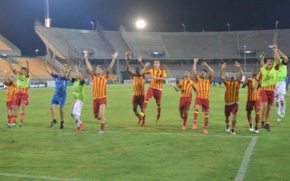 Nel primo turno di Coppa Italia il Lecce passa contro il Catanzaro. Domenica trasferta a Cesena I salentini si impongono per 3 a 2 ai rigori: Moscardelli calcia fuori e Abruzzese colpisce la traversa. Il secondo turno profuma di Serie B contro i bianconeri