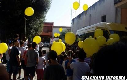 A Guagnano si inaugura il nuovo bus. Bimbi in festa tra canti, poesie e palloncini Il mezzo è stato acquistato in parte con fondi regionali e in parte attingendo dalle casse comunali.