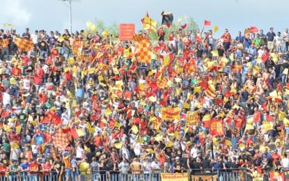 US Lecce, Surraco non basta: bicchiere mezzo vuoto per i salentini che pareggiano in casa contro la Casertana Termina 1 a 1 il match andato in scena al via Del Mare. Un'autorete di Freddi aveva portato in vantaggio i campani.