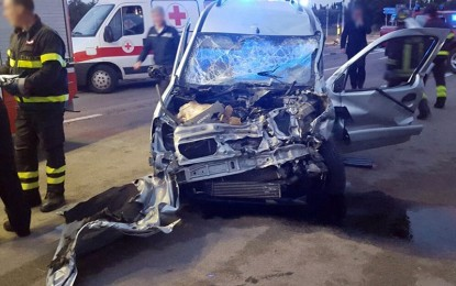 Grave incidente nei pressi della circonvallazione a Veglie, cinque i feriti. Sul posto Vigili del fuoco e Polizia Municipale