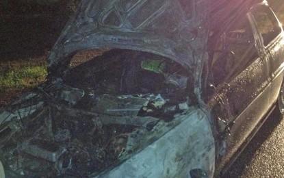 Si incendia l'auto mentre rientra a casa, tragedia sfiorata all'ingresso di Villa Baldassarri