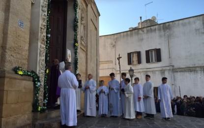 La comunitá salicese apre simbolicamente la Porta Santa
