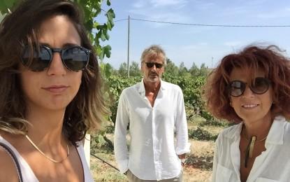 """Numerosi riconoscimenti per """"Claudio Quarta Vignaiolo"""" sulla Guida di Veronelli: «Un riconoscimento ai vini del Sud» Per Daniel Thomases i vigneti del Salento dovrebbero essere patrimonio dell'umanità."""