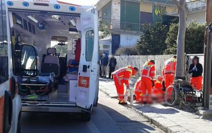 Viene colto da un malore mentre torna a casa, un 91enne di Guagnano si accascia per strada