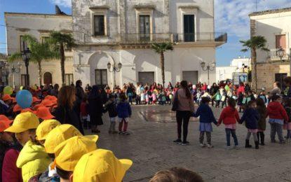 Manifestazione in piazza Plebiscito per celebrare la Giornata dei Diritti dei Bambini