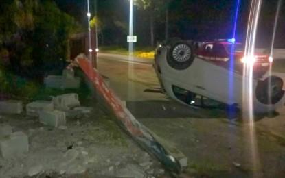 Guagnano, perde il controllo dell'auto e sfonda il muro di cinta di un'ex falegnameria