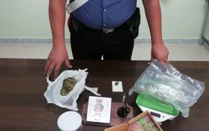 Fermato mentre cedeva una dose, in tasca hashish e in casa marijuana: nei guai 45enne di Trepuzzi