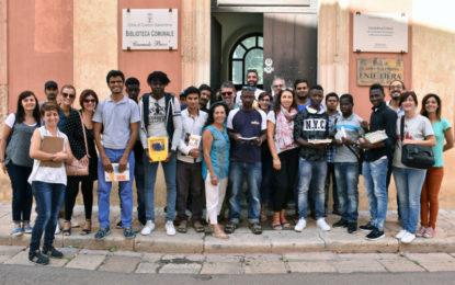 """Un libro per l'integrazione, a Campi Salentina donati 200 volumi al progetto Sprar grazie a """"La Coorte"""""""