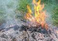 Incendi, fumo e ceneri: la periferia di Squinzano si è trasformata in una camera a gas