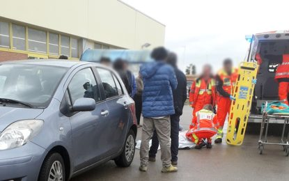 Guagnano, donna investita in retromarcia nel parcheggio del supermercato Eurospin