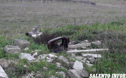 """Rifiuti abbandonati nelle campagne di Salice Salentino, l'associazione """"Ambiente e/è vita"""": «Tutti i cittadini devono attivarsi per tutelare l'ambiente»"""